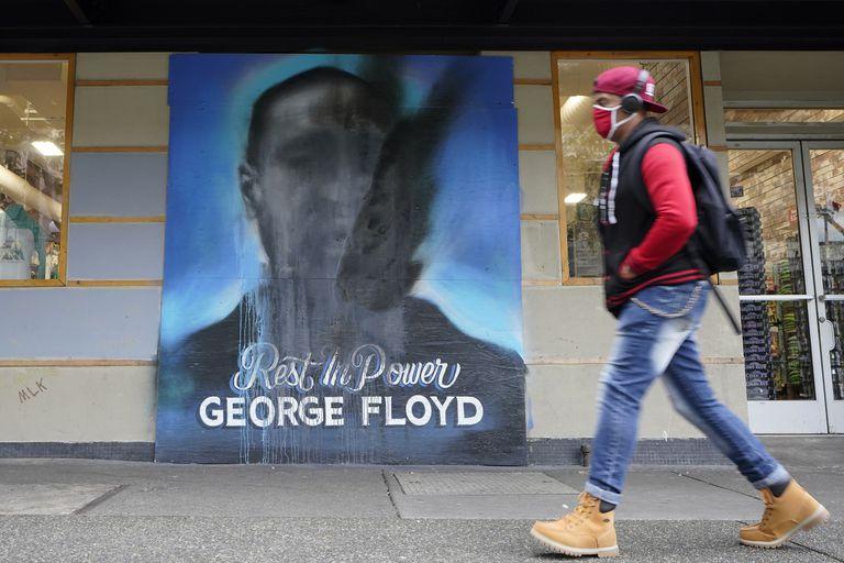 A un año de la muerte de Floyd, EE.UU. bajó las tensiones internas, pero persisten los problemas de fondo