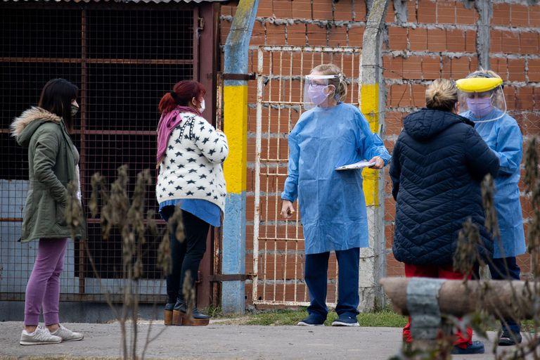 Los rastreos de casos se realizan puerta a puerta en los diferentes barrios