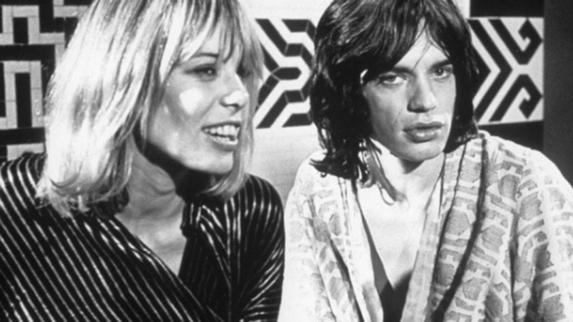 Anita Pallemberg junto a Mick Jagger, en la filmación de la película Performance
