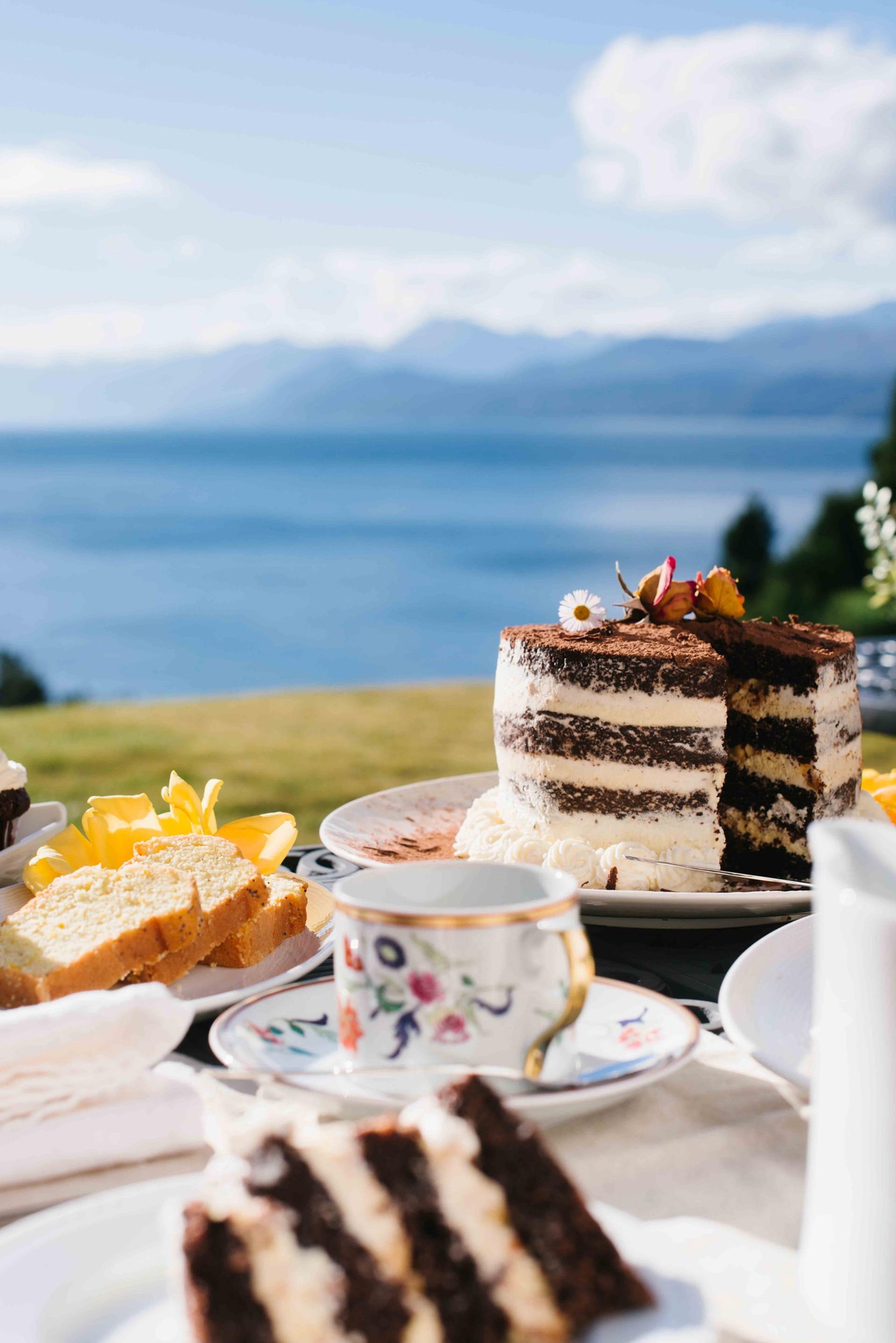 Vista al Nahuel Huapi en el restaurante Avellana del hotel Beluno, Bariloche.