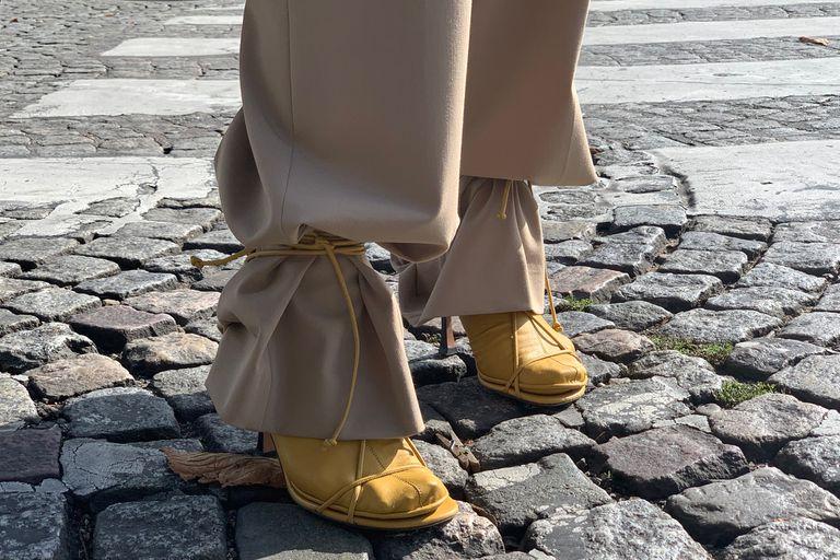 Tendencia. ¿Se usan pantalones con lazos atados al tobillo?