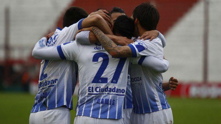Los jugadores festejan el pase a los cuartos de final de la Copa Argentina