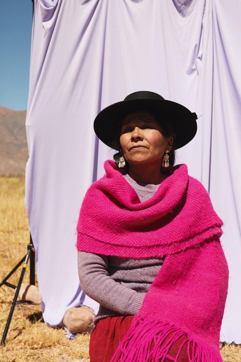 Lucrecia Cruz, especialista en confección de prendas de pura lana