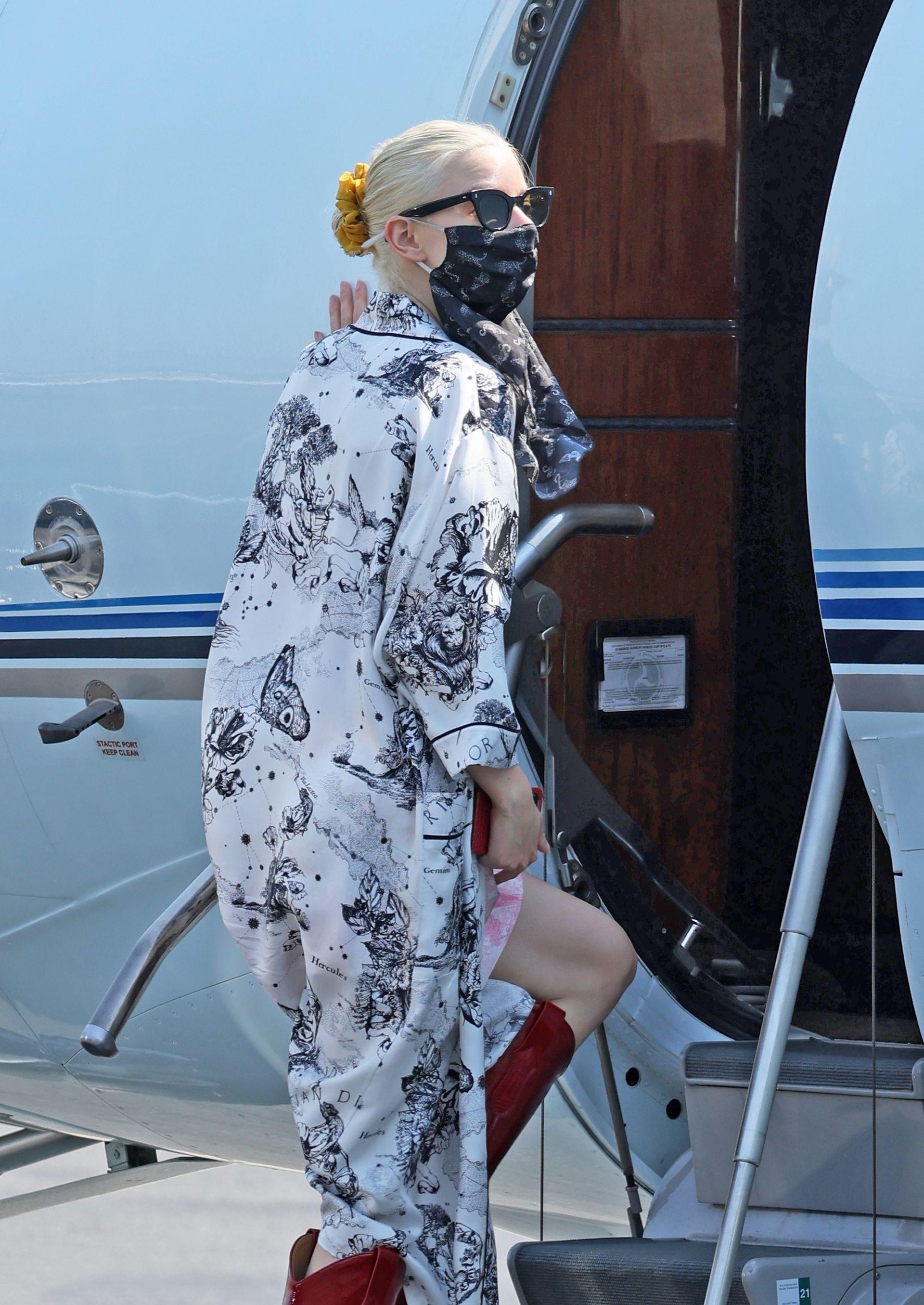 Pisa fuerte. Después de los Emmy, Anya Taylor-Joy se tomó un jet privado en el aeropuerto de Van Nuys (Los Ángeles) para seguir cumpliendo con su apretada agenda laboral en otro destino