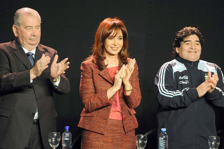 Maradona en Gimnasia: un cóctel de fútbol y militancia política