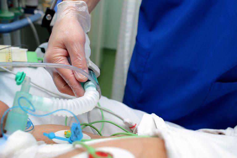 Las camas en terapia intensiva se incrementaron un 33% respecto de las que había antes de la pandemia