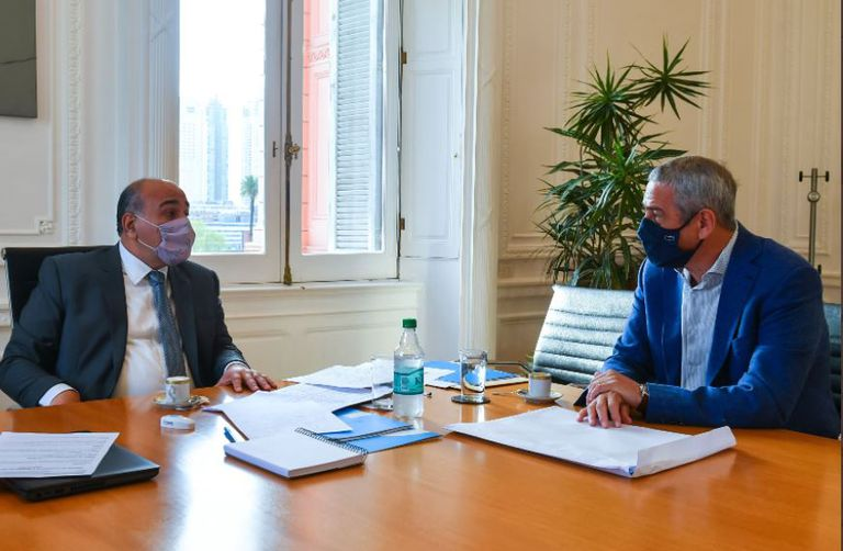 El jefe de Gabinete, Juan Manzur, y el ministro de Desarrollo Territorial y Hábitat, Jorge Ferraresi