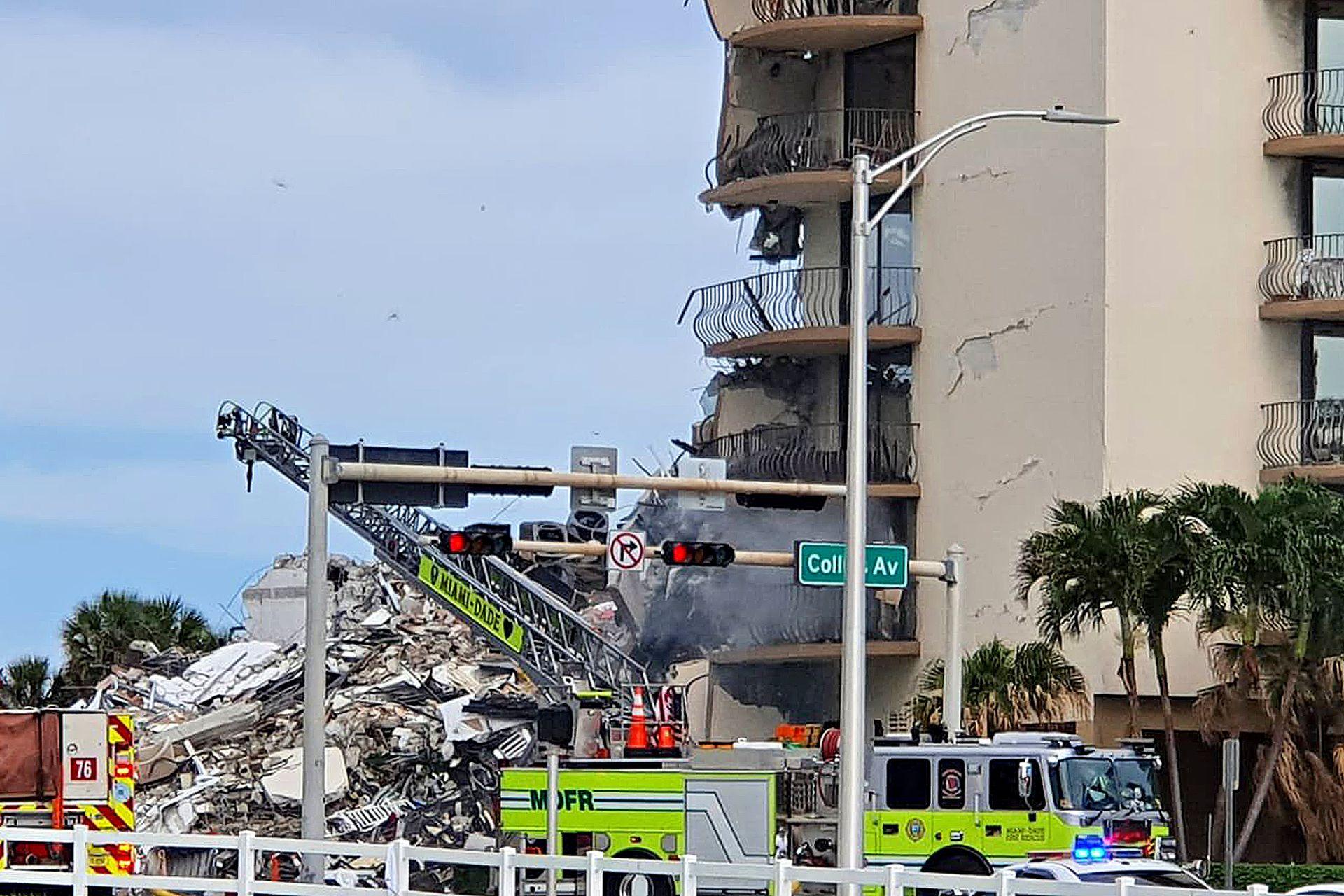 Tareas de rescate en el edificio derrumbado de Miami-Dade