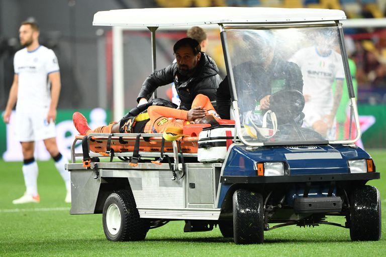 Traoré es retirado del campo de juego tras el desafortunado momento