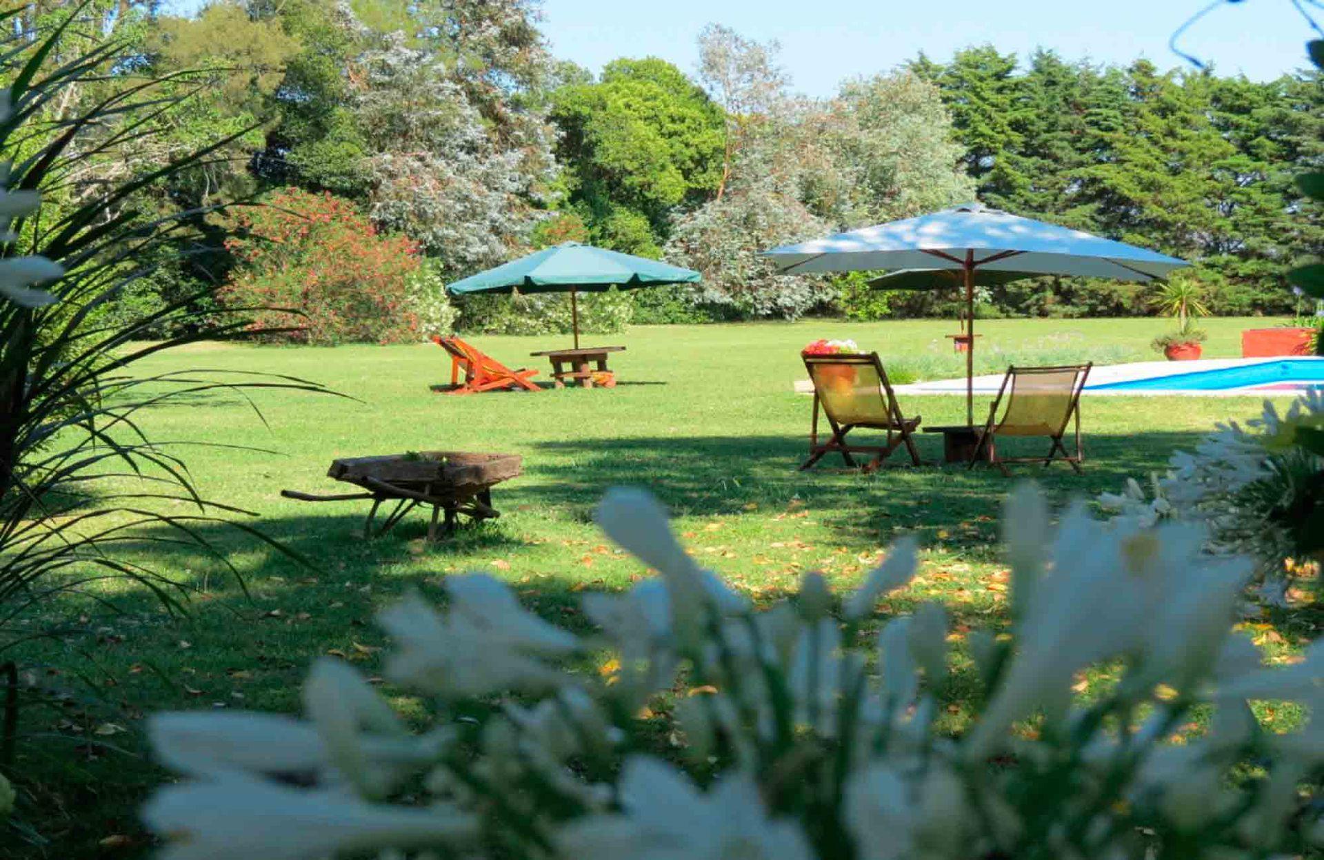 El jardín con piscina de Les Aldudes.