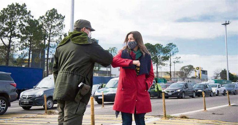 La titular de la cartera de Seguridad nacional, Sabina Frederic, se mostró ayer en los retenes policiales,245x130mm