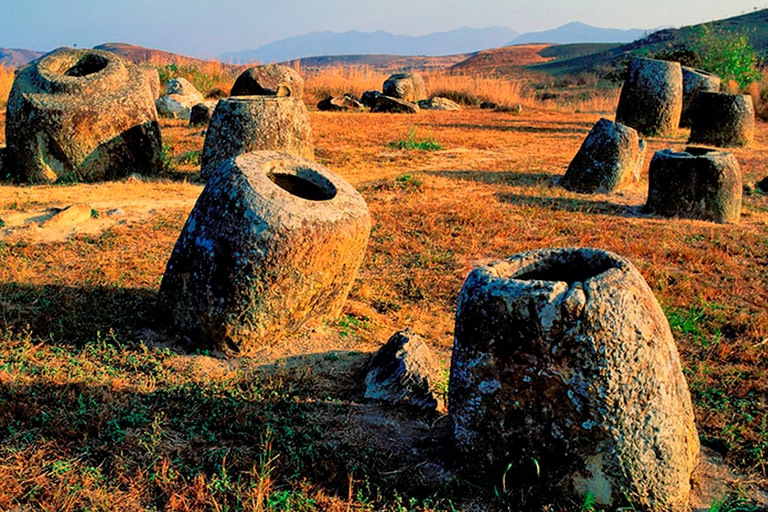 Cientos de urnas megalíticas están diseminadas en miles de kilómetros cuadrados. La tradición las emparenta con leyendas. Los especialistas las vinculan con rutas comerciales.