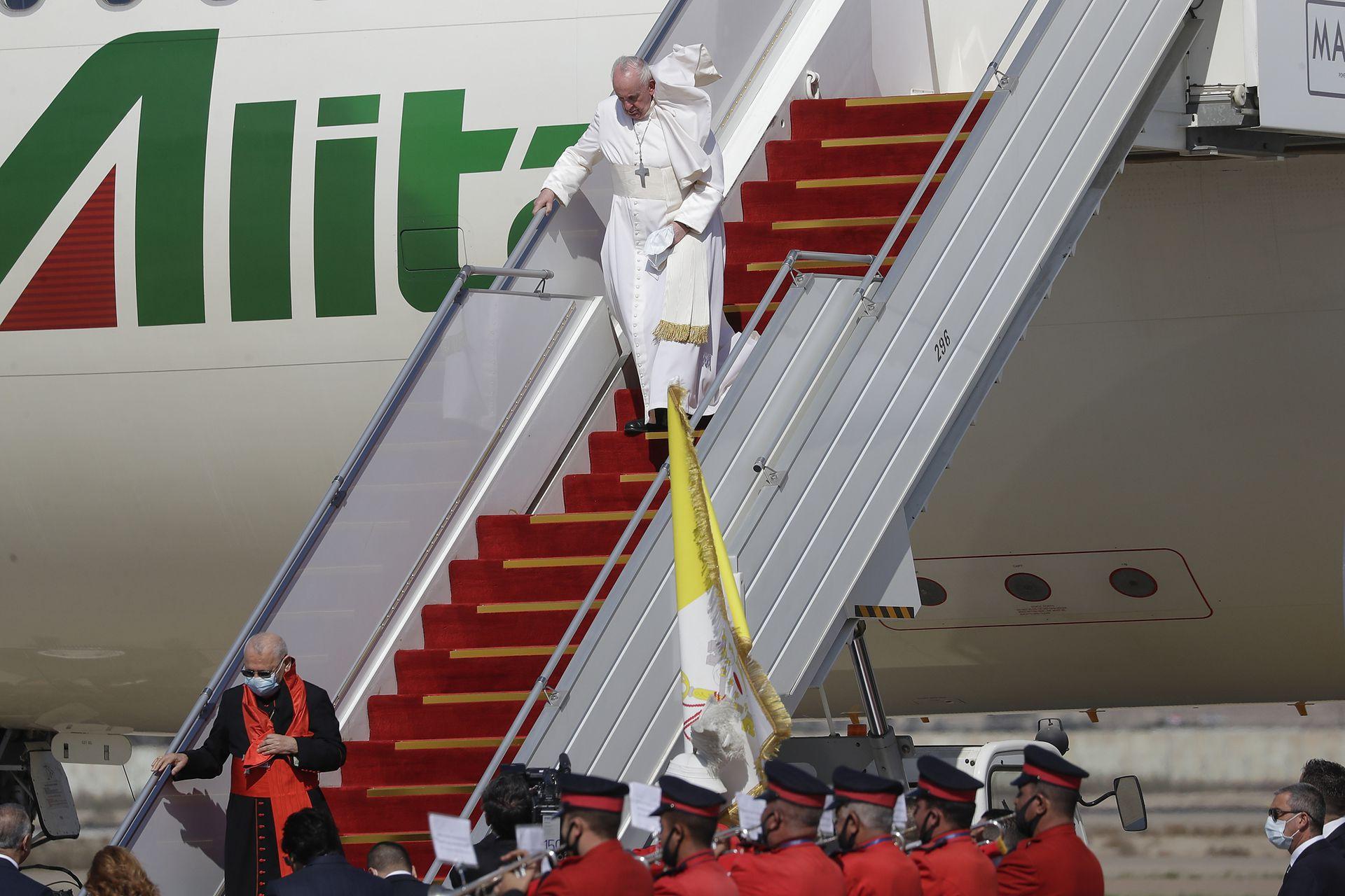 Alrededor de la 8  (hora de Argentina), el Papa llegó a Irak