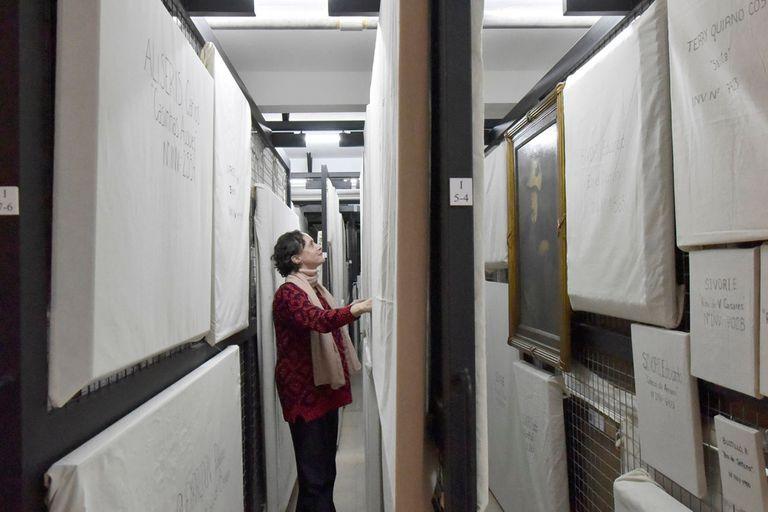 Vista de las obras que atesora en las reservas de su edificio el Museo Nacional de Bellas Artes