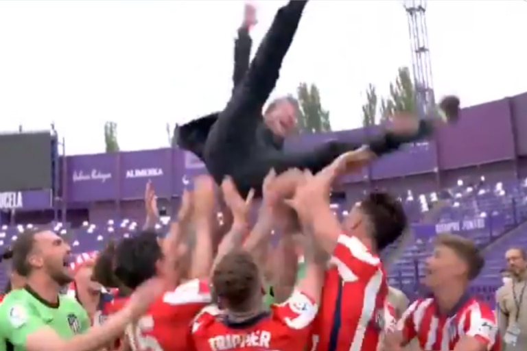 Video: el festejo del Atlético con Simeone que casi termina en accidente