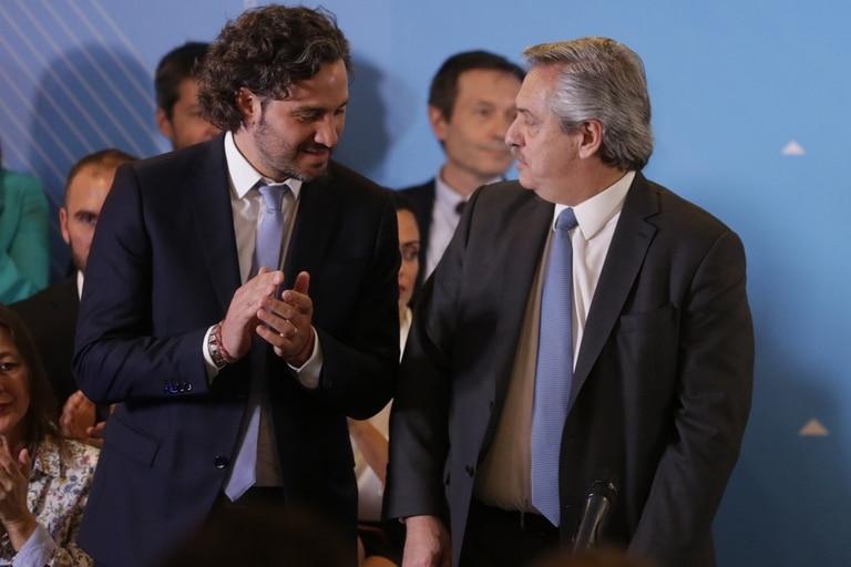 Santiago Cafiero, la mano derecha del presidente electo, junto a Fernández