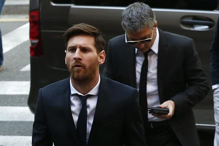 Jorge Messi siempre estuvo cerca de su hijo, como cuando fue durante el juicio por evasión fiscal en España