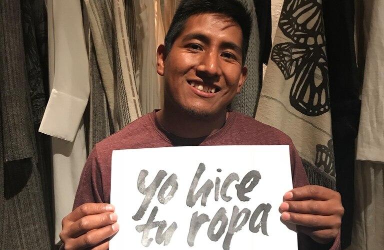 Juan Mamani tiene 30 años y cuatro hijos, Vive en Iruya y estuvo en Buenos Aires representando su oficio en la Fashion Revolution Week