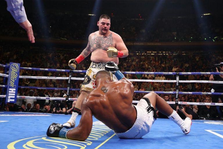 Lo imposible: Andy Ruiz observa a Joshua en la lona; acaba de concretar el KO del año