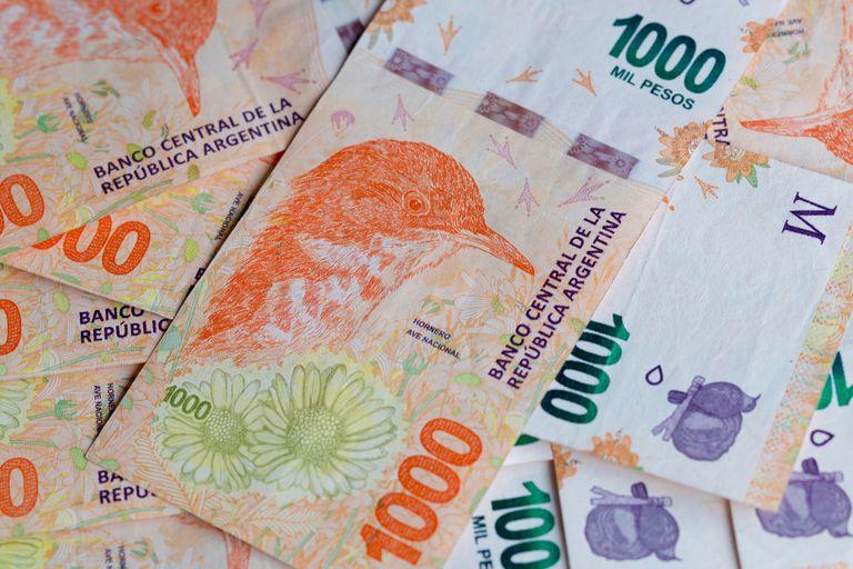 El Gobierno mandó a imprimir una partida de billetes de 1000 pesos en España