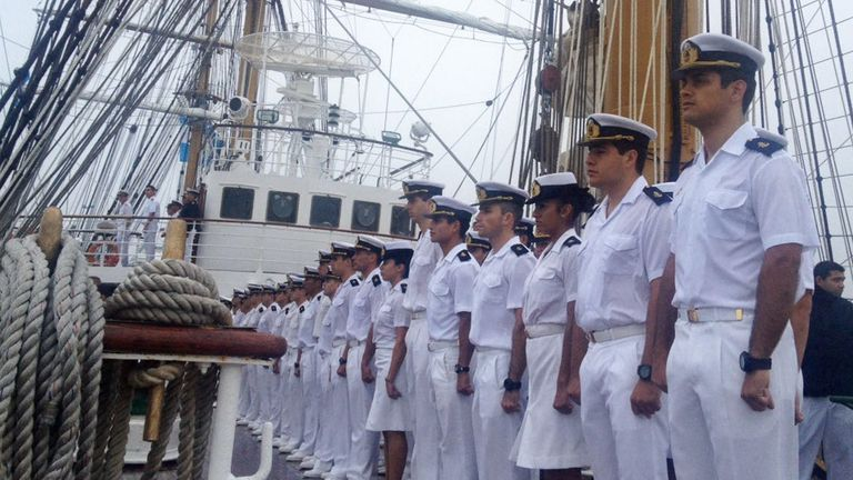 Viajan en la Fragata Libertad 351 tripulantes