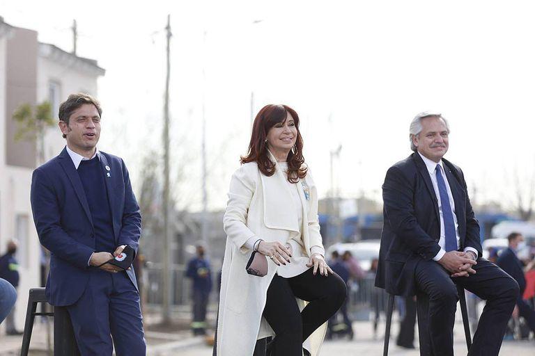 El gobernador Axel Kicillof, la vicepresidenta Cristina Kirchner y el presidente Alberto Fernández durante el acto en Isla Maciel