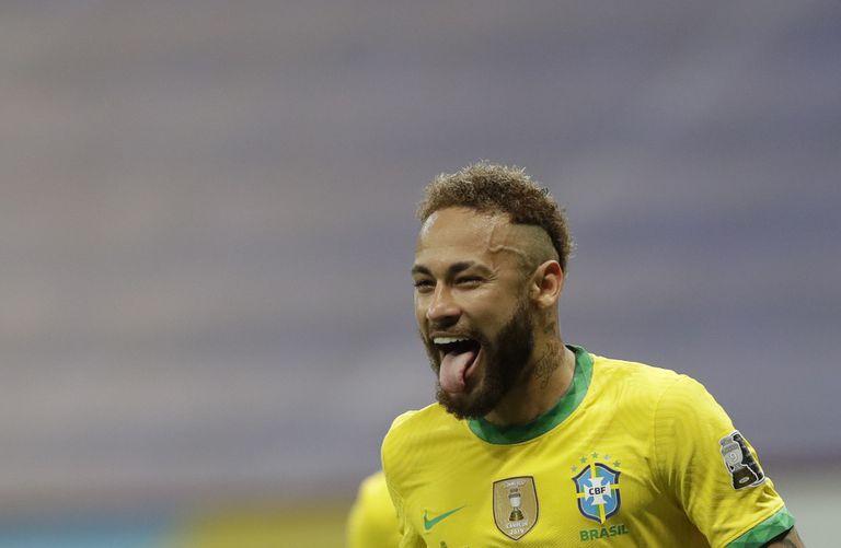 Luego de dos años muy complicados por problemas extrafutbolísticos (lesiones constantes y una denuncia judicial por violación) el brasileño Neymar volvió a sonreír.