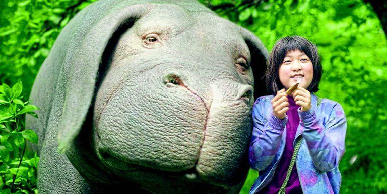 La pequeña Mija (An Seo Hyun) y su mascota, un querible cerdo mutante