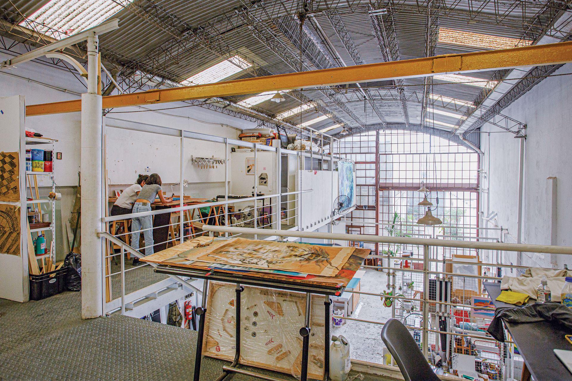 El taller Paz Soldán es una exmetalúrgica, en donde hoy trabajan más de 30 artistas de distintas disciplinas.