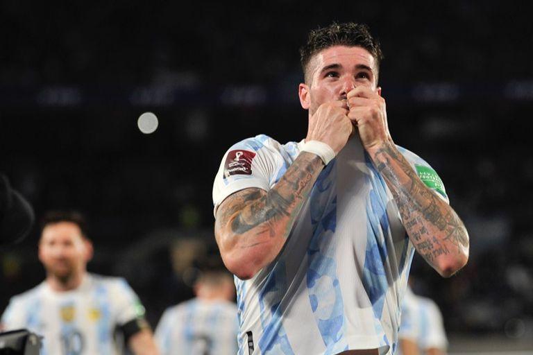 Rodrigo De Paul festeja su gol durante el partido de eliminatorias de la Copa del Mundo Qatar 2022 entre Argentina y Uruguay
