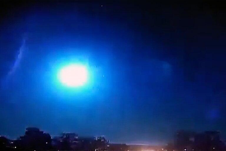 Video: un meteorito explotó e iluminó el cielo de Brasil