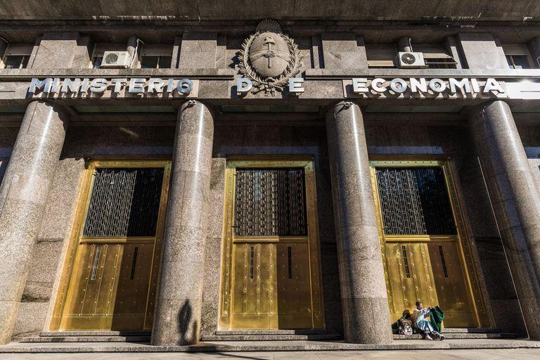 El Gobierno moderó su demanda de financiamiento para exprimir más al Banco Central