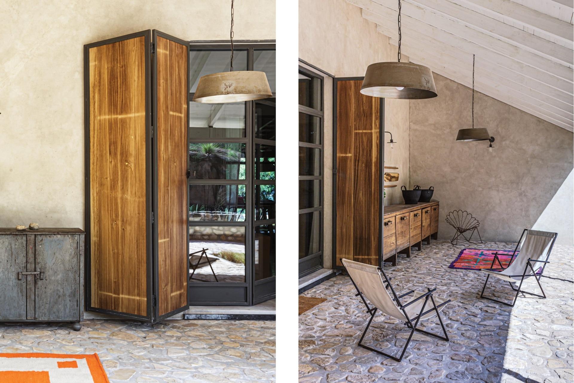 Pantallas hechas con palanganas de zinc, viejo mueble de panadería y alfombras (todo de Malena Ana).