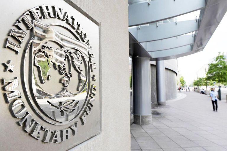 El Gobierno enfrenta hoy su primer vencimiento del año ante del Fondo Monetario Internacional, en un contexto delicado para las reservas del Banco Central y para la situación cambiaria, y mientras negocia un nuevo acuerdo con el organismo multilateral