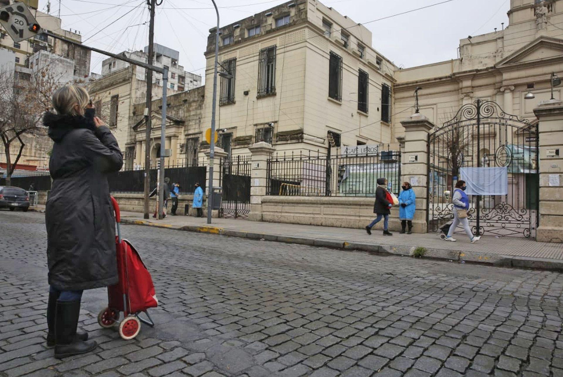 7 de agosto de 2020. En plena pandemia, la parroquia de San Cayetano sin fieles muestra una imagen inusual.