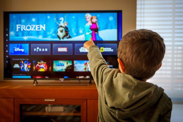 Disney+ tiene un plan de suscripción que bonifica dos meses y algunas funciones útiles para toda la familia