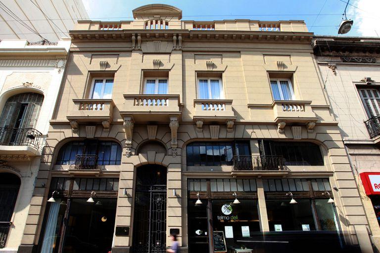 Frente del Hotel Patios de San Telmo, donde se adaptó la fachada para el ingreso en el bar