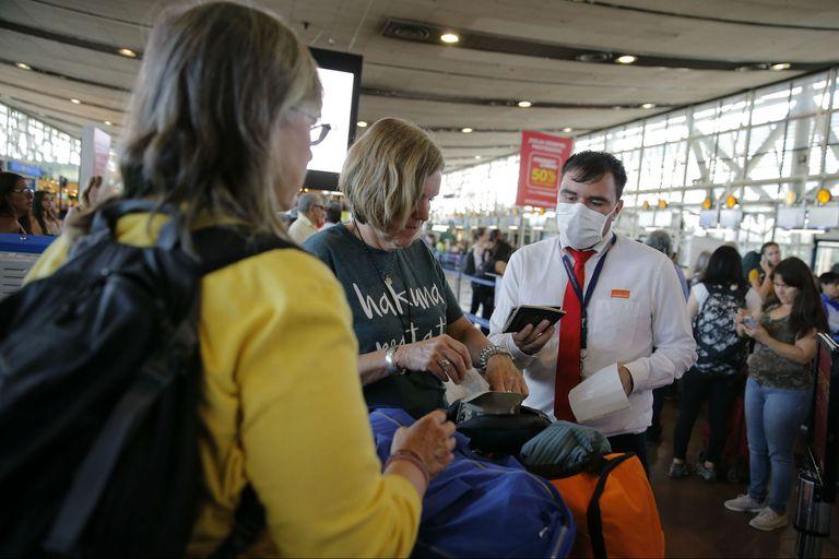 Medidas de prevención por el coronavirus en el aeropuerto de Santiago de Chile