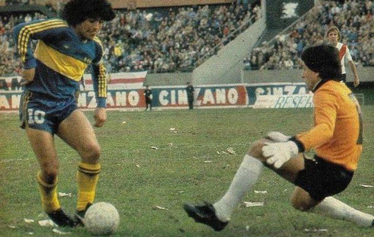 Maradona y Fillol frente a frente en el clásico