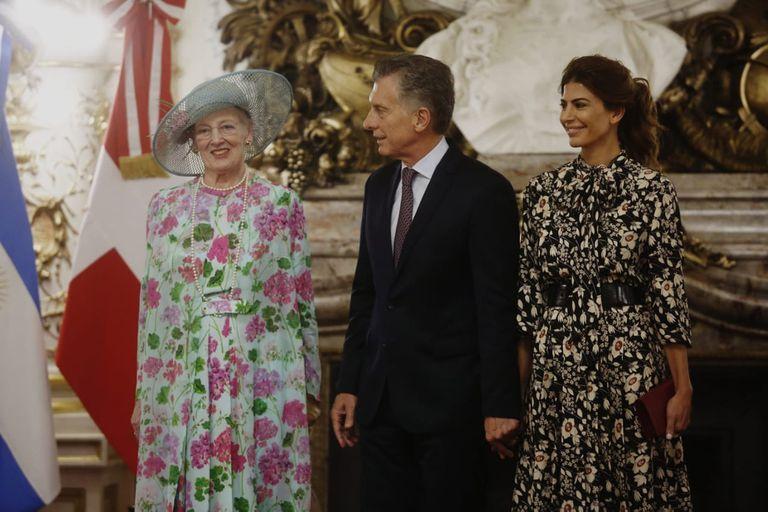El Presidente y la primera dama almuerzan con la monarca en la Casa Rosada