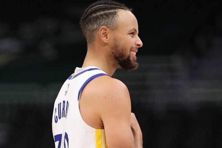 Stephen Curry se enfrentará esta tarde con Chicago Bulls y puede llegar a 2500 triples en su carrera; mientras tanto, se habla de lo que hizo en una práctica