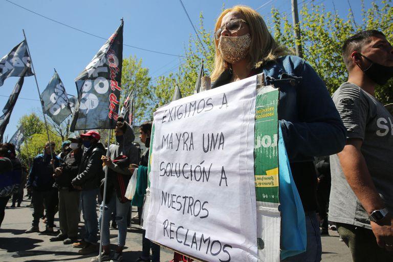 Protesta de militantes del Partido Obrero frente a la Municipalidad de Quilmes