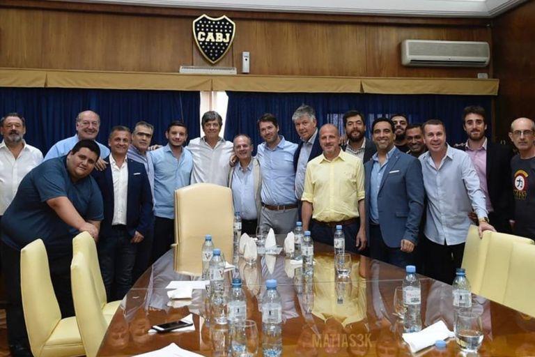 Primera foto: sin Ameal, pero con Pergolini, asumieron las autoridades de Boca