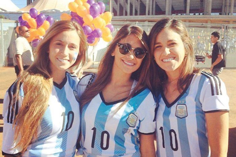 Para el Mundial de 2014, las tres hermanas alentaron a la Selección Nacional en Brasil.