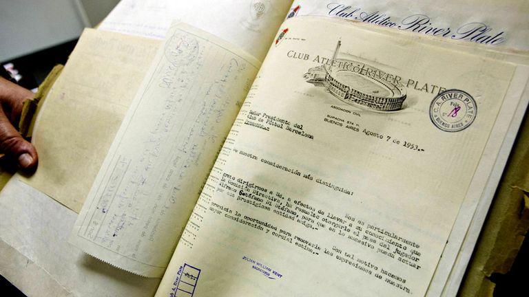 Documento fechado el 7 de agosto de 1953 que prueba que el club argentino River Plate acordó la venta de Di Stéfano con el Barcelona