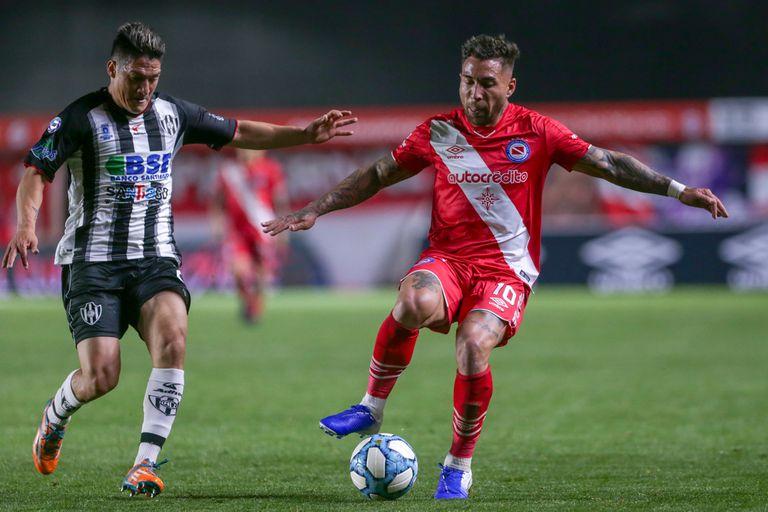 Damián Batallini es el último jugador que sonó como inminente refuerzo de Boca; sin embargo, se queda en Argentinos Juniors.