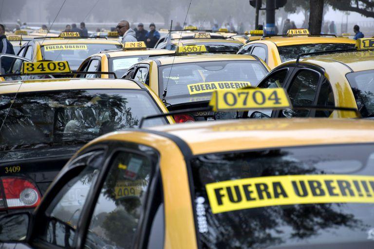 Veinte cuadras y 500 taxistas furiosos