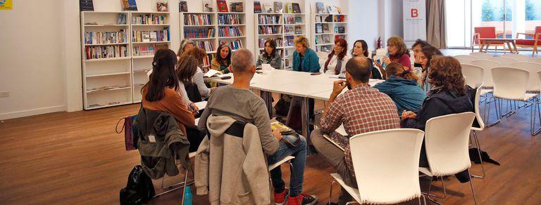 Bibliotecas: se consultan menos libros pero sobreviven como centros de estudio