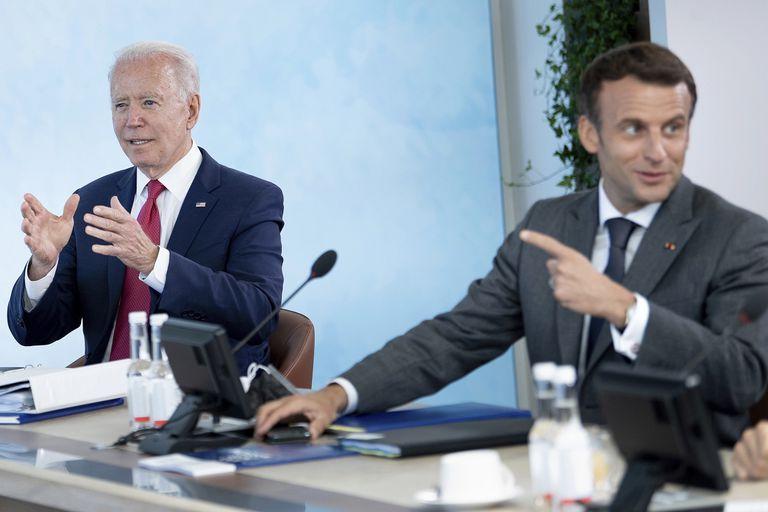 """Biden y Macron buscan bajar la tensión y prometen restablecer la """"confianza"""""""