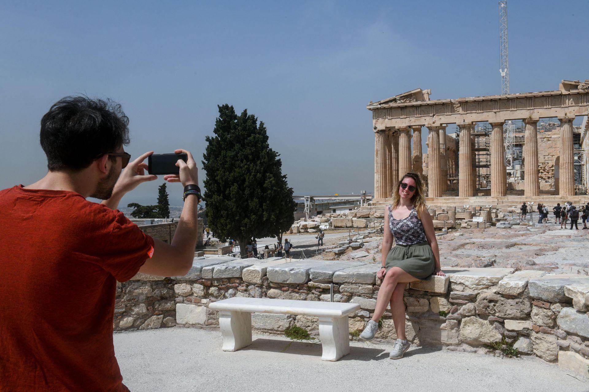 La Acrópolis de Atenas, monumento emblemático de la antigüedad, reabrió al público este lunes al igual que todos los sitios arqueológicos de Grecia
